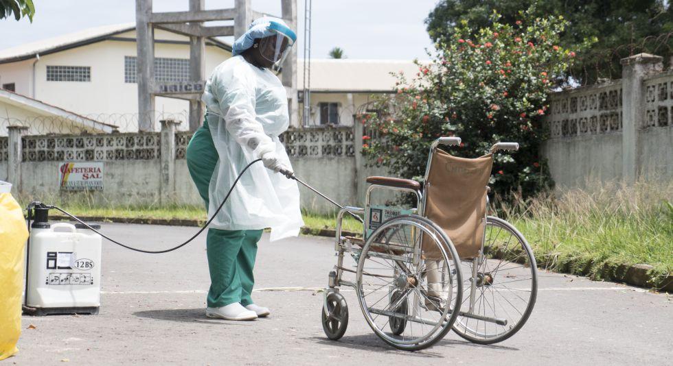Desinfecta la silla de ruedas para evitar el contagio con el Covid-19